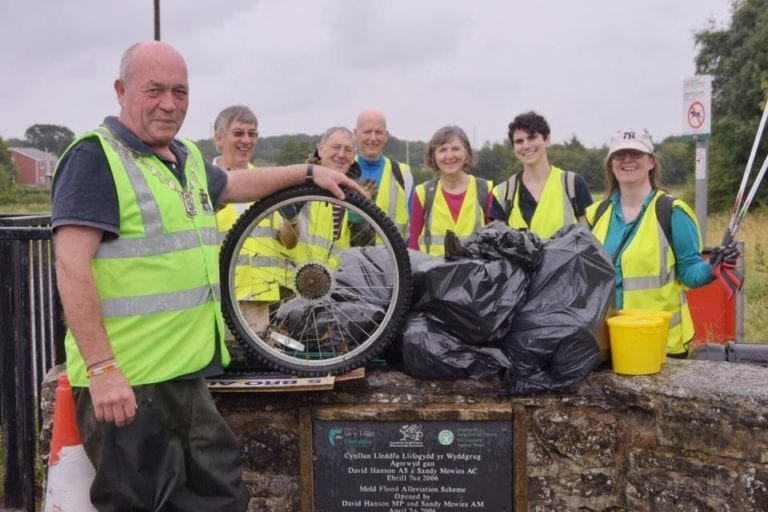 Image of MPR volunteers at a litterpick